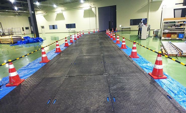 プラ敷を敷いたことで床を傷つけず安全に工事ができます