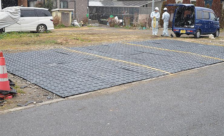 プラスチック敷板で砂利駐車場のメンテナンスが不要に!
