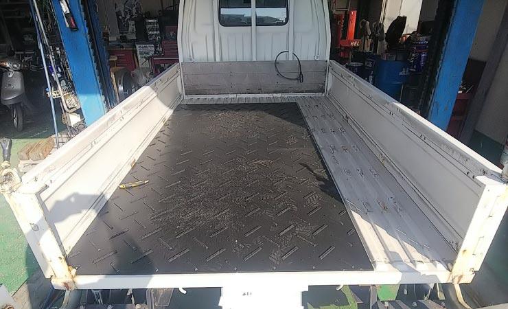 プラシキのお客さま使用事例 トラック荷台の床材に